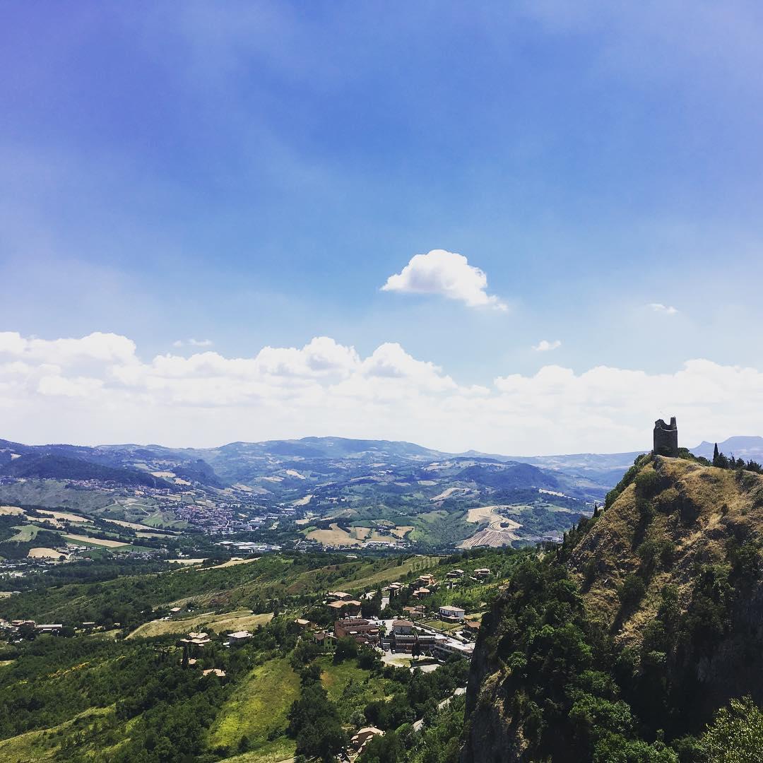 Uitzicht over de Montefeltro 💙 (…foto gemaakt door campinggast Marcel Maat)